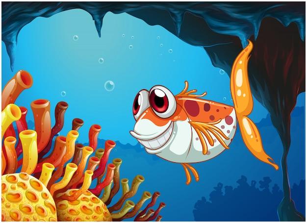 洞窟の中の海の下で笑顔の魚