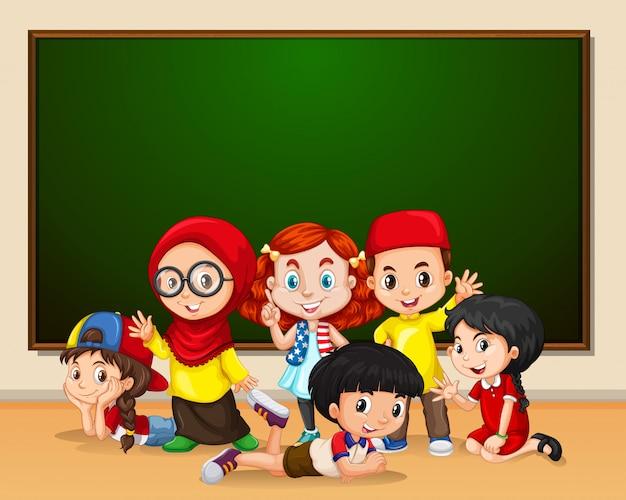 学校の多文化の子供たち