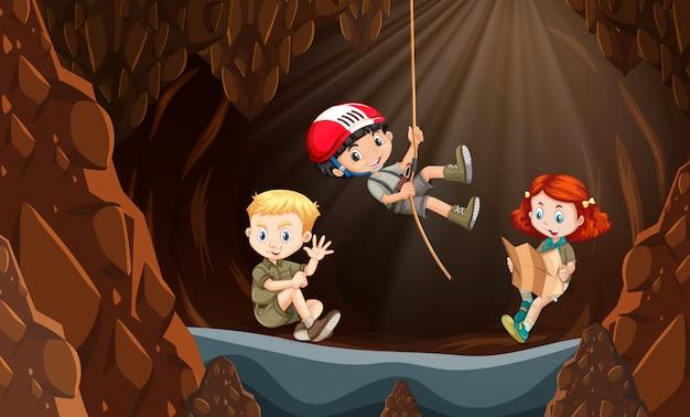 洞窟を探索する子供たち