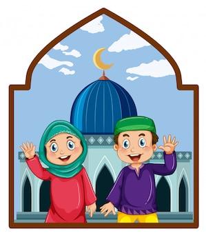 モスクのイスラム教徒のカップル