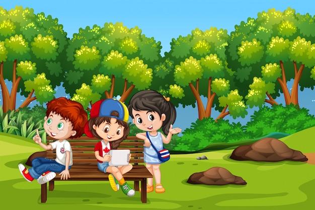 公園の中の子供たち