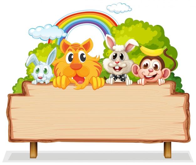 Многие животные на деревянной доске