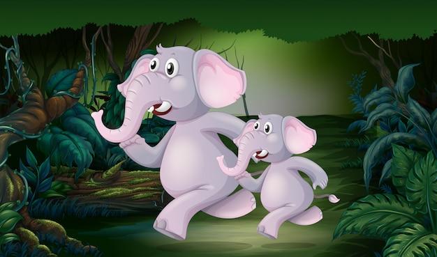 ジャングルの中を走っている象