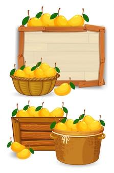 木の板の上のバスケットにマンゴー