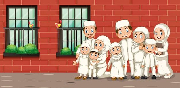 白い衣装でイスラム教徒の家族