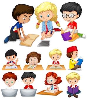 Мальчики и девочки, читающие и изучающие иллюстрации