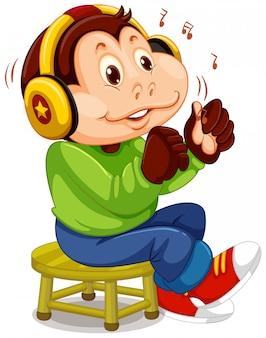 Обезьяна слушает музыку