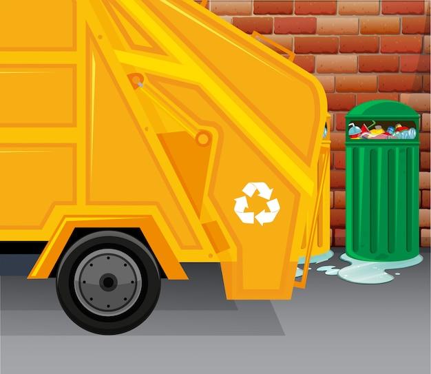 Мусоровоз собирает мусор