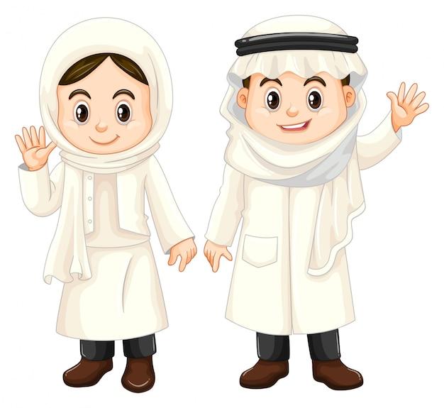 白い衣装でクウェートの子供たち