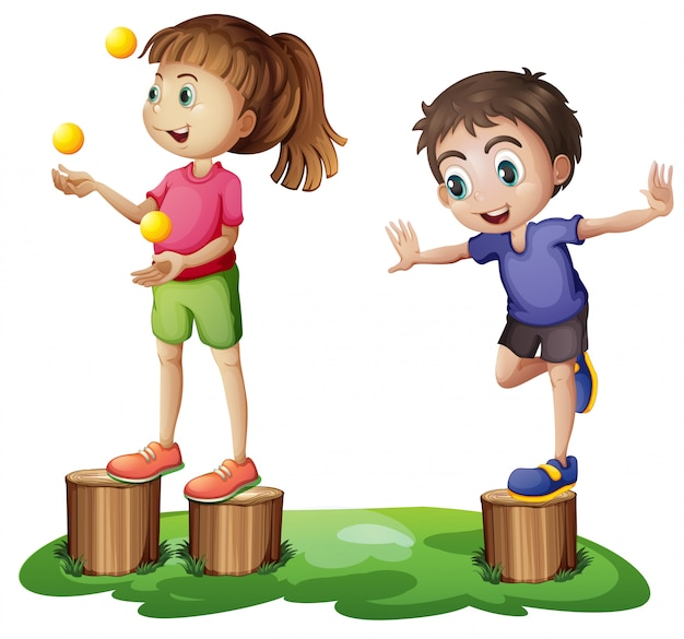 切り株の上で遊ぶ子供たち