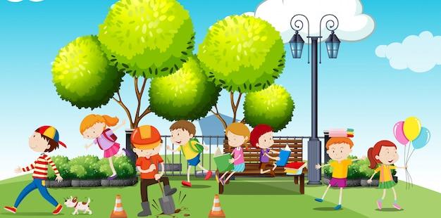 Дети тусуются в парке