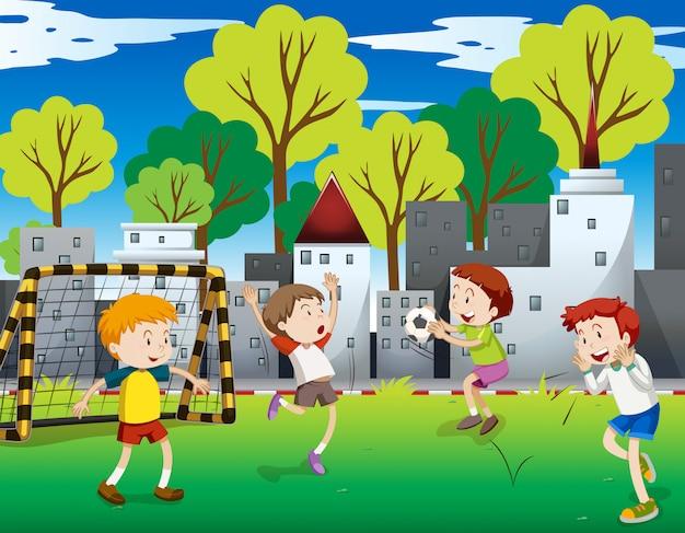 フィールドでサッカーをしている少年たち