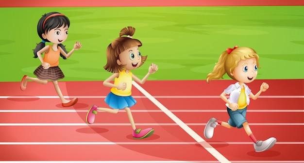Трое детей бегают трусцой
