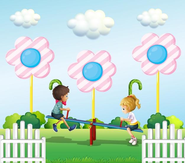 公園でシーソーを遊んでいる子供たち