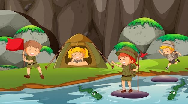 屋外キャンプのシーンや背景の子供たち