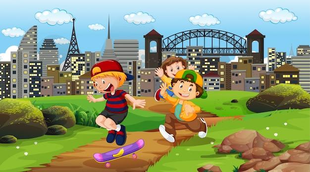 都市公園で遊ぶ子供たち