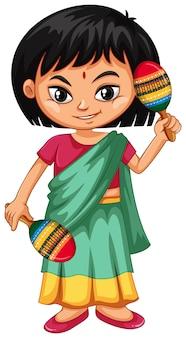 Индийский малыш держит маракасы на белом фоне