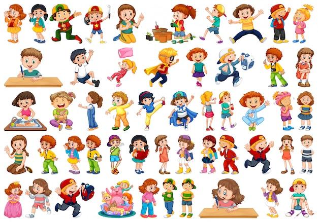 さまざまな役割を演じる大規模なグループの子供たち