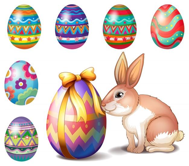 Разноцветные пасхальные яйца и зайчик
