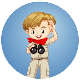 Мальчик с биноклем на круглой предпосылке
