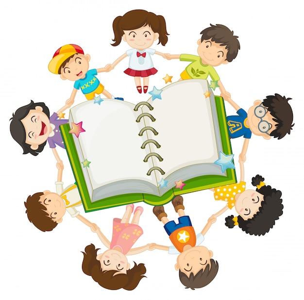開いた本の周りの子供たち