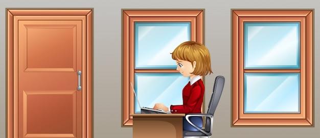 部屋で働く女性