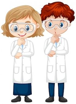 Мальчик и девочка в научной одежде
