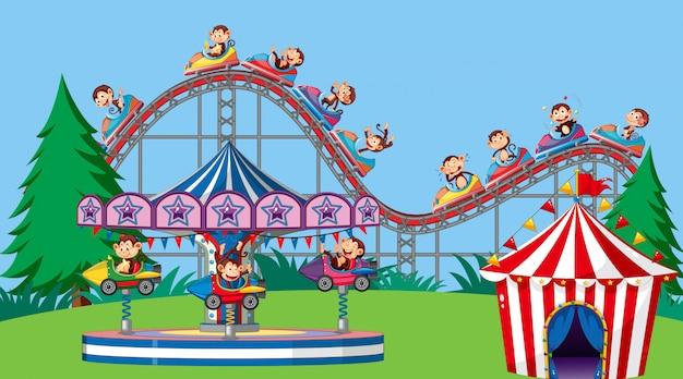 Фоновая сцена со счастливыми обезьянами катается в парке