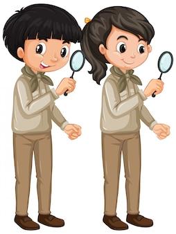 Мальчик и девочка в форме разведчика на белом