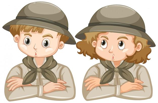 Мальчик и девочка в сафари наряд на белом
