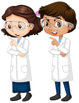 男の子と女の子の科学ガウン立って