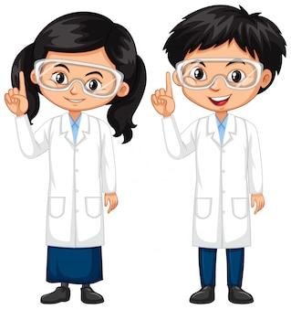 男の子と女の子の科学のガウンを着て