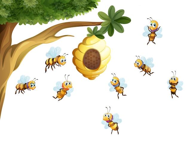 Дерево с улей, окруженное пчелами