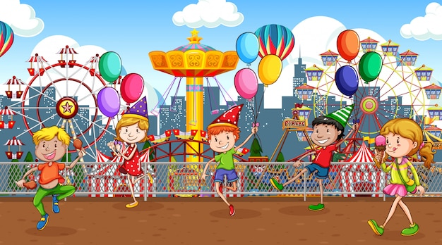 サーカス公園で遊んでいる多くの子供たちとのシーン