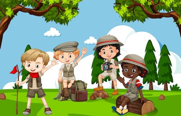 Сцена со многими детьми в парке