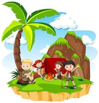 Группа детей, кемпинг на природе