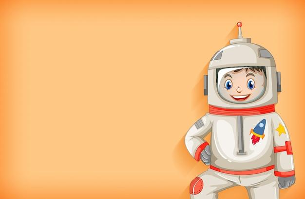 笑顔の幸せな宇宙飛行士と無地の背景テンプレート