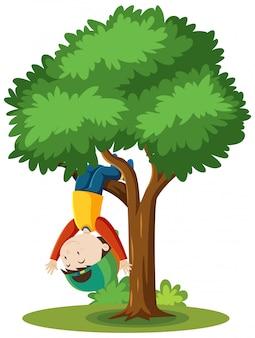Мальчик, восхождение на дерево мультяшном стиле на белом фоне