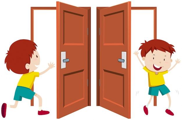 ドアを出入りする少年