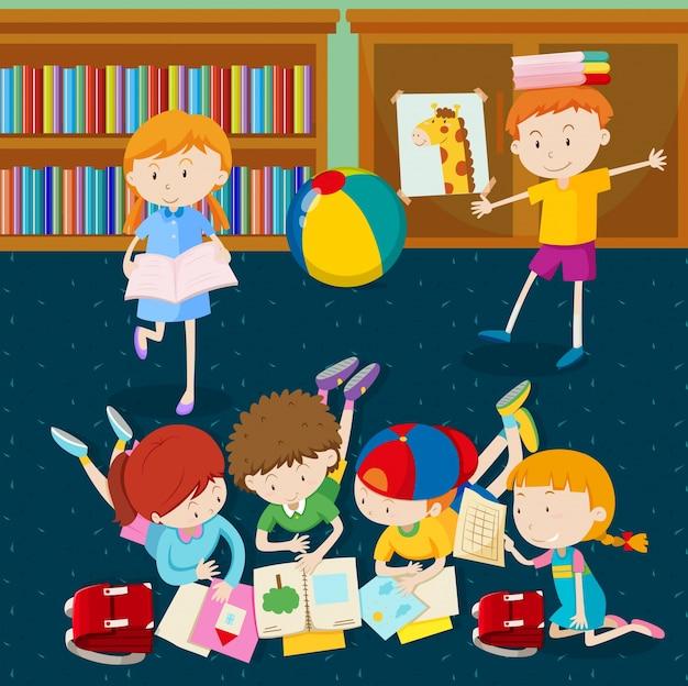 子供たちが教室で本を読む