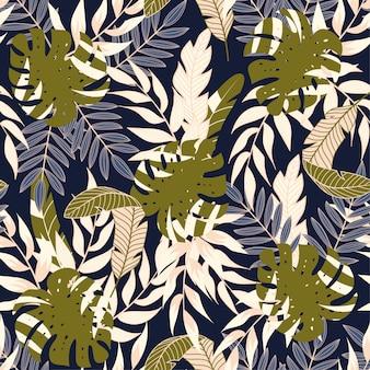 暗い背景に熱帯植物とカラフルなシームレスパターン
