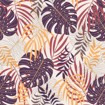 Бесшовные модели с большими темными и желтыми листьями и растениями на бежевом