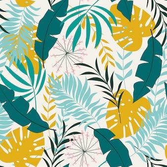 熱帯の植物と黄緑色の色調の葉を持つ夏のシームレスパターン
