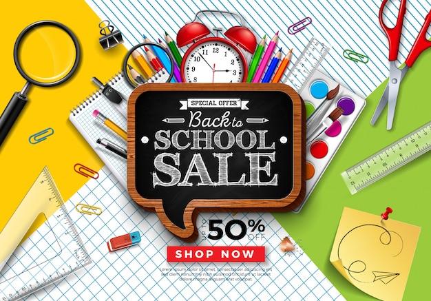カラフルな鉛筆と正方形のグリッドと線の背景に黒板で学校販売デザインに戻る