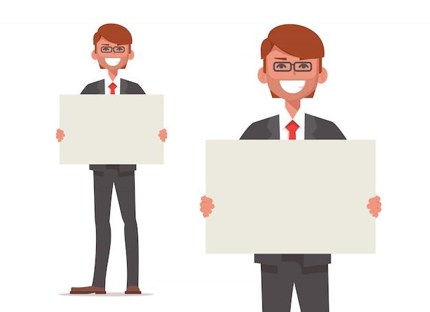 笑顔のビジネスマンは空白のポスターを保持しています。