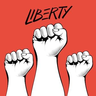 Сжатые кулаки высоко подняты в знак протеста с рукописным словом «свобода».