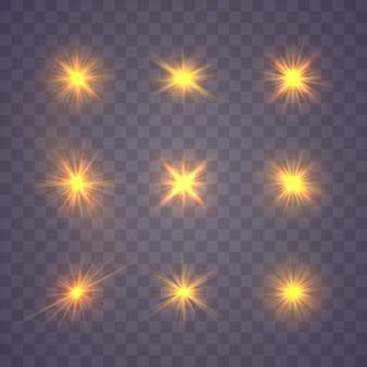 黄色の金の輝く光のセットは、透明な背景に爆発します。きらめく魔法のダスト粒子。明るい星透明な輝く太陽、明るいフラッシュ。ほこりとバーストで分離された輝き。