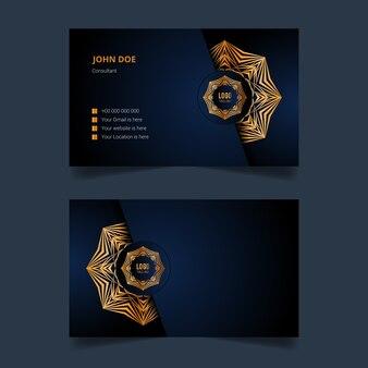 Роскошный дизайн шаблона визитной карточки с золотой арабеской мандалы