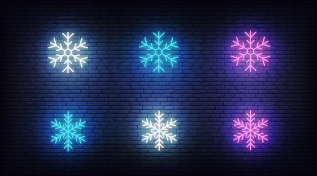 Снег элементы неоновые. векторные светящиеся неоновые красочные снежинки элементы