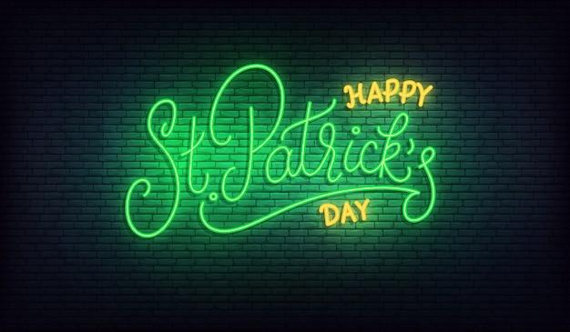 День святого патрика неоновый. счастливый день святого патрика, надпись светящийся зеленый знак. день патрика ирландский праздник
